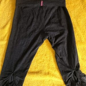 Hard Tail yoga Capri pants. Size XS. Very Sexy!